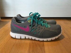 Nike Training Schuhe Gr. 40
