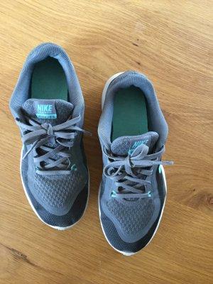 Nike Trainingsschuhe TR6, Gr. 37,5