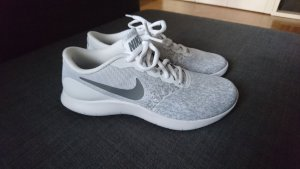 Nike Basket à lacet argenté