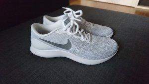 Nike Sneaker stringata argento