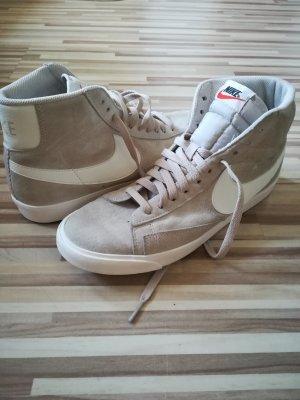 Nike Basket à lacet blanc-beige clair
