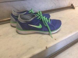Nike Turnschuhe Größe 39