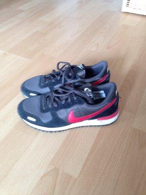 Nike Turnschuhe schwarz-rot