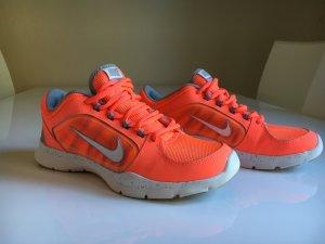 Nike Turnschuhe Sportschuhe Freizeitschuhe peach Größe 37,5