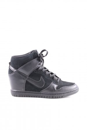 Nike Wedge Sneaker black casual look
