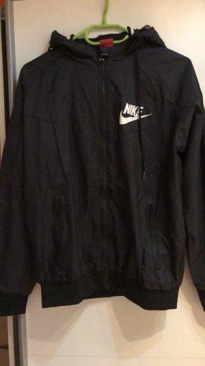 Nike Windbreaker Jacke in schwarz