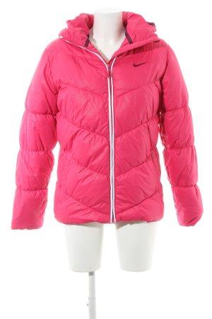 Nike Winterjacke Sternenmuster sportlicher Stil