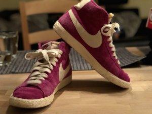 Nike Wmns Blazer Mid Suede