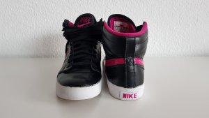 Nike WMNS Hally Hoop in Gr.39 *neu*