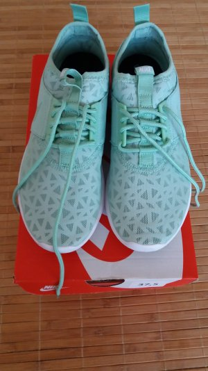 Nike WMNS Juvenate Schuhe