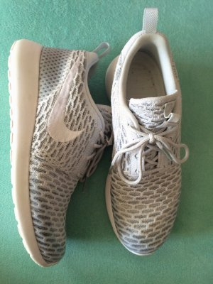 Nike wmns roshe one flyknit