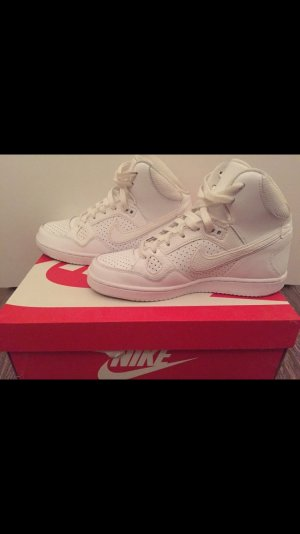 Nike wmns son of force