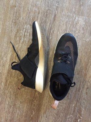 Nike Womens Air Zoom Trainer Sneaker