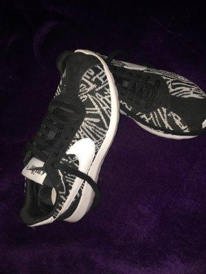 Nike Zebra Gr. 38 Neu