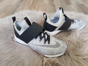 Nike Zoom Sneaker Gr.38 Training Running Laufschuhe