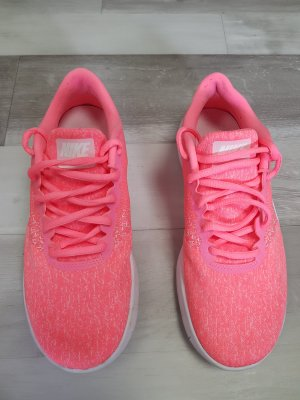 Nike Lace-Up Sneaker white-neon pink