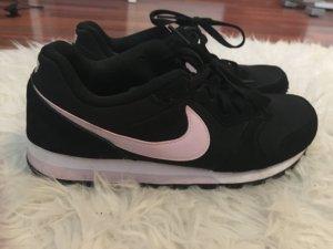 Nikes in schwarz/rosa Größe 40