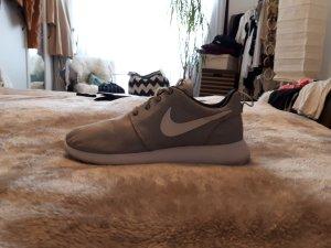 nikes roshe run sneaker grau weiß 36,5
