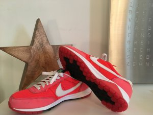 Nikeschuh Oldham Trainer in Solar-red