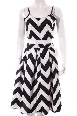 NLW Fashion Kostüm schwarz-weiß Zackenmuster Street-Fashion-Look