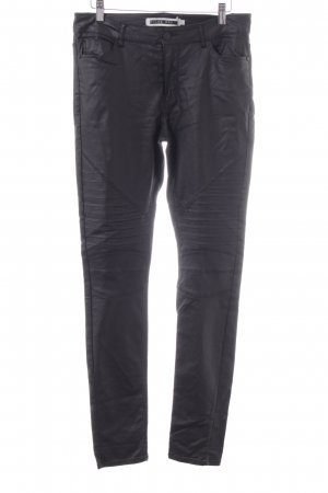 Noisy May Stretchhose schwarz Street-Fashion-Look