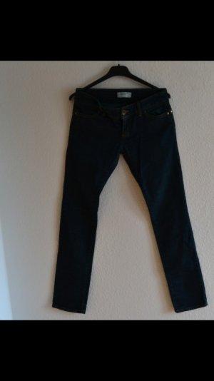Normale Blue-Jeans gerader schnitt