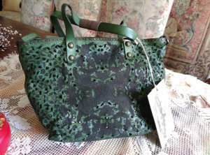 NP:349€ Campomaggi Leder Umhängetasche Handtasche perforiert Nieten grün