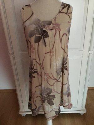 nude beige Kleid mit Blumen