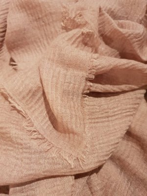 Nude-farbener Schal