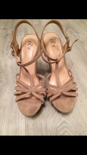 Nude Hohe Schuhe