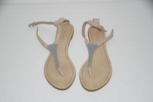 Nude-silber-farbene Sandalen von Zara