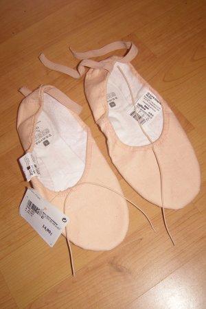 nudefarbene Balletschuhe