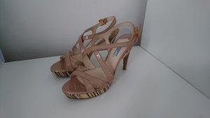 Nudefarbene High heels von Prada