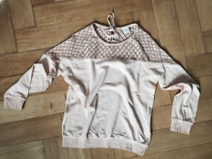 Nudefarbener Sweater mit Häkelspitze