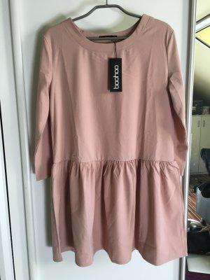 Nudefarbenes Kleid von Boohoo