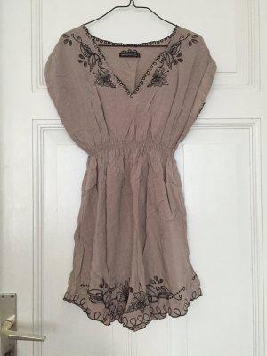 Nudefarbenes Vintage-Kleid