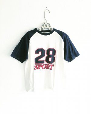 number shirt / vintage / weisses t-shirt / college style / edgy