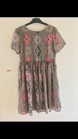 Nur bis den 21.07 verfügbar!! Schönes Kleid ASOS wie NEU, Paisleymuster Vintage