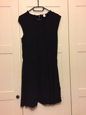 Nur ein Mal getragen: Schwarzes H&M-Kleid