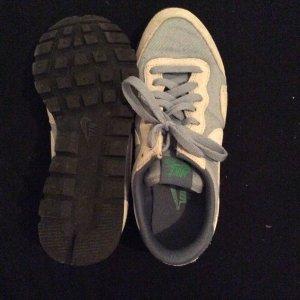 Nur einmal getragene Nike Schuhe