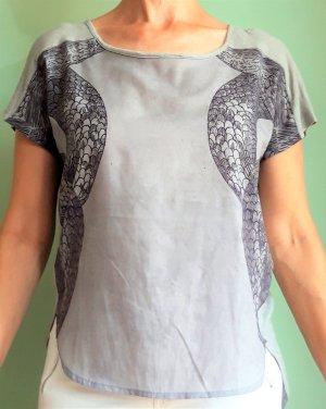 Nur von Only: Shirt mit märchenhaftem Schlangen-Print