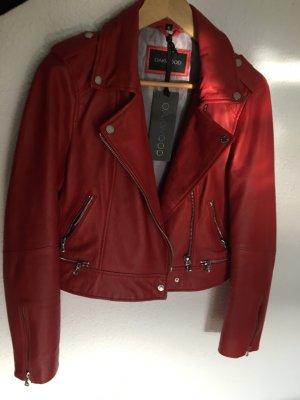 Oakwood - Rote Jacke