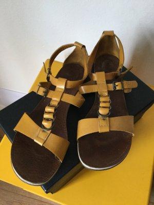 Ockerfarbene Sandale