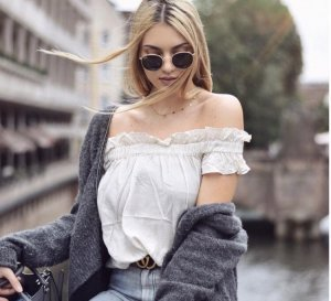 Off Shoulder Bluse