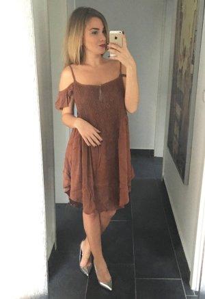 Off-Shoulder dress in braun