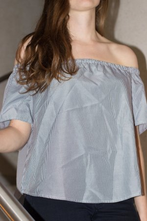 off shoulder schulterfreies Top von Boutique Soiree blau weiss gestreift!