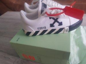 Off-White Sneaker stringata bianco-nero