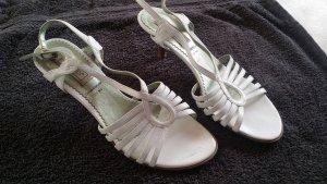 Offene Sandalen für den Sommer