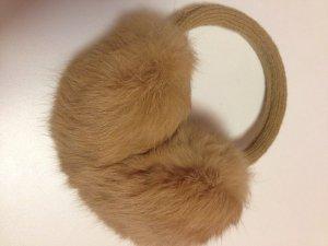 Chapeau en fourrure beige pelage