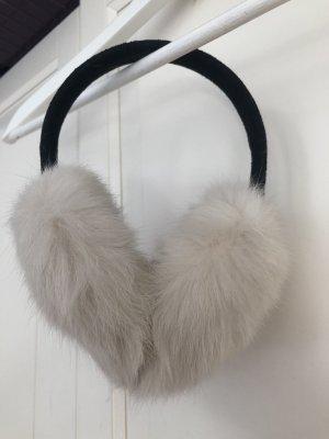 Ohrenwärmer mit weißem Fell